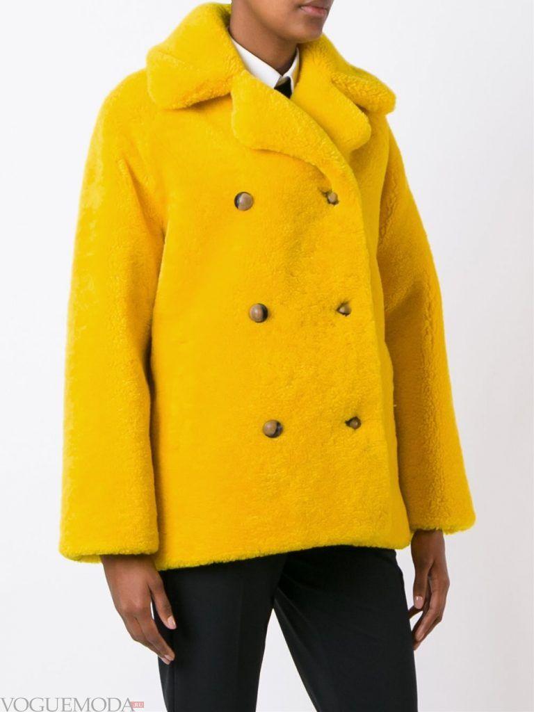 Верхняя одежда осень зима 2019 2020: модная шуба желтая