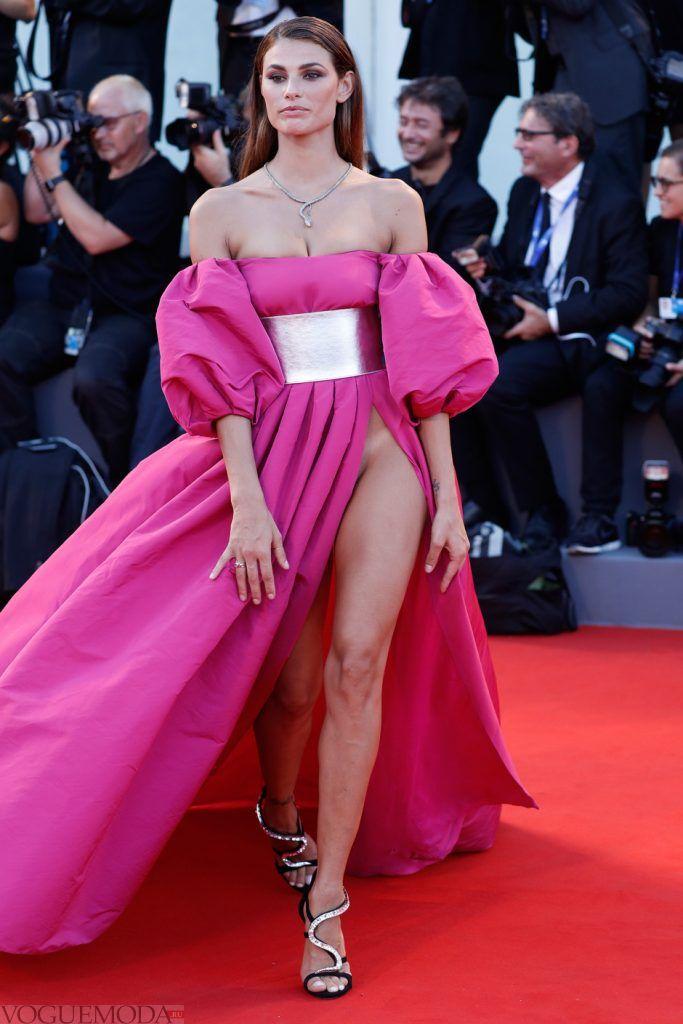 голое платье без белья розовое