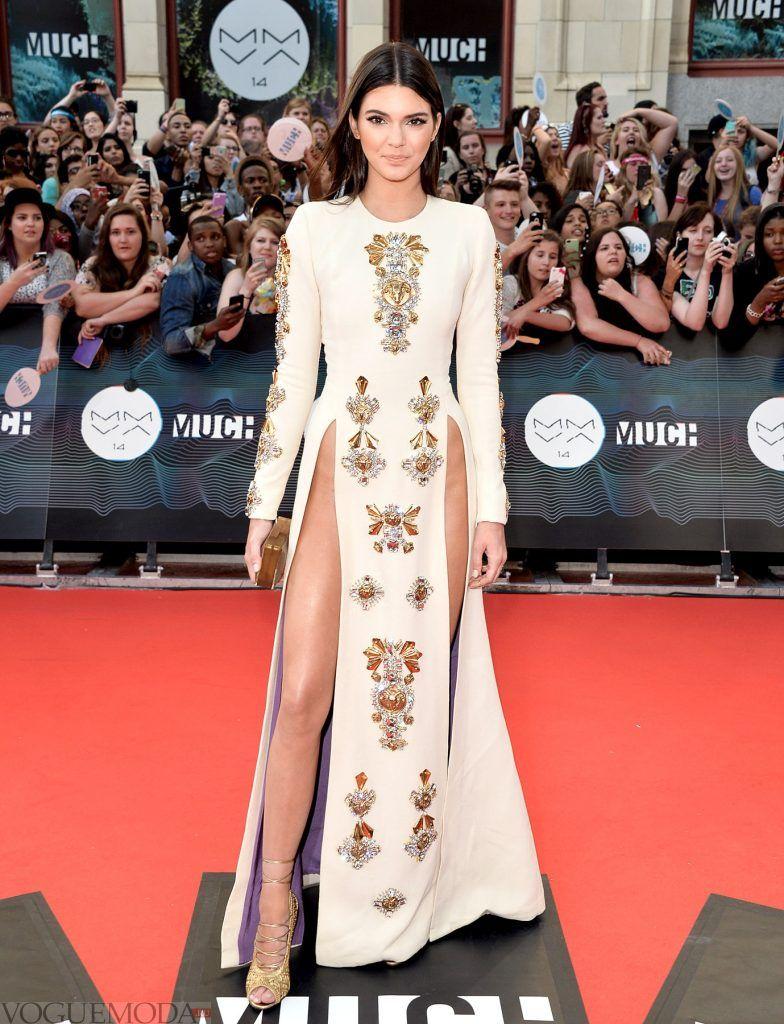 голое платье без белья с разрезами