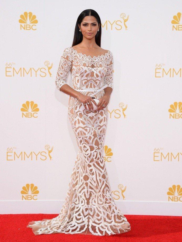 голое платье из кружева белое
