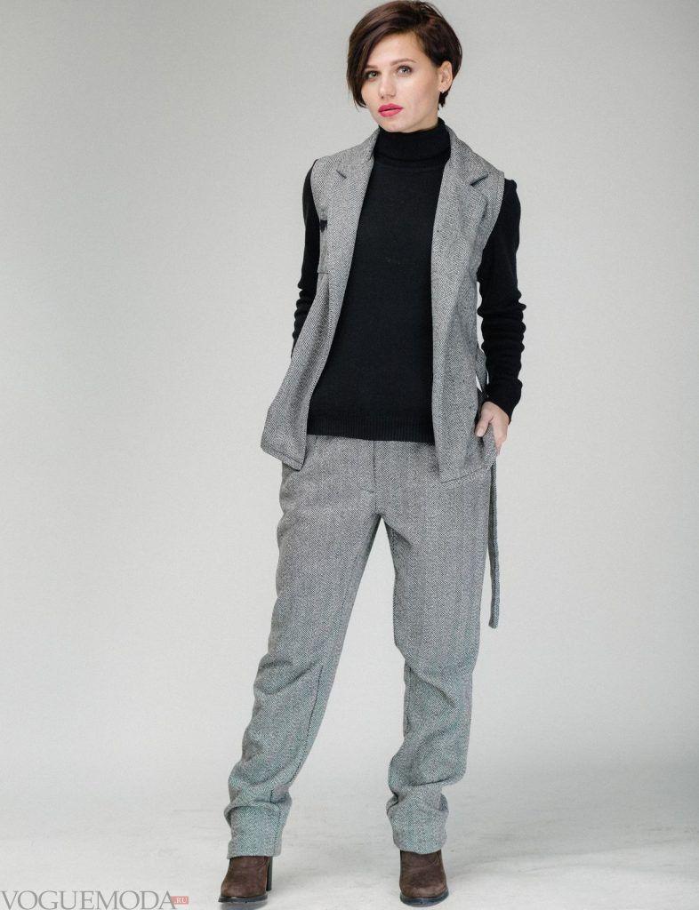 брючный костюм серый