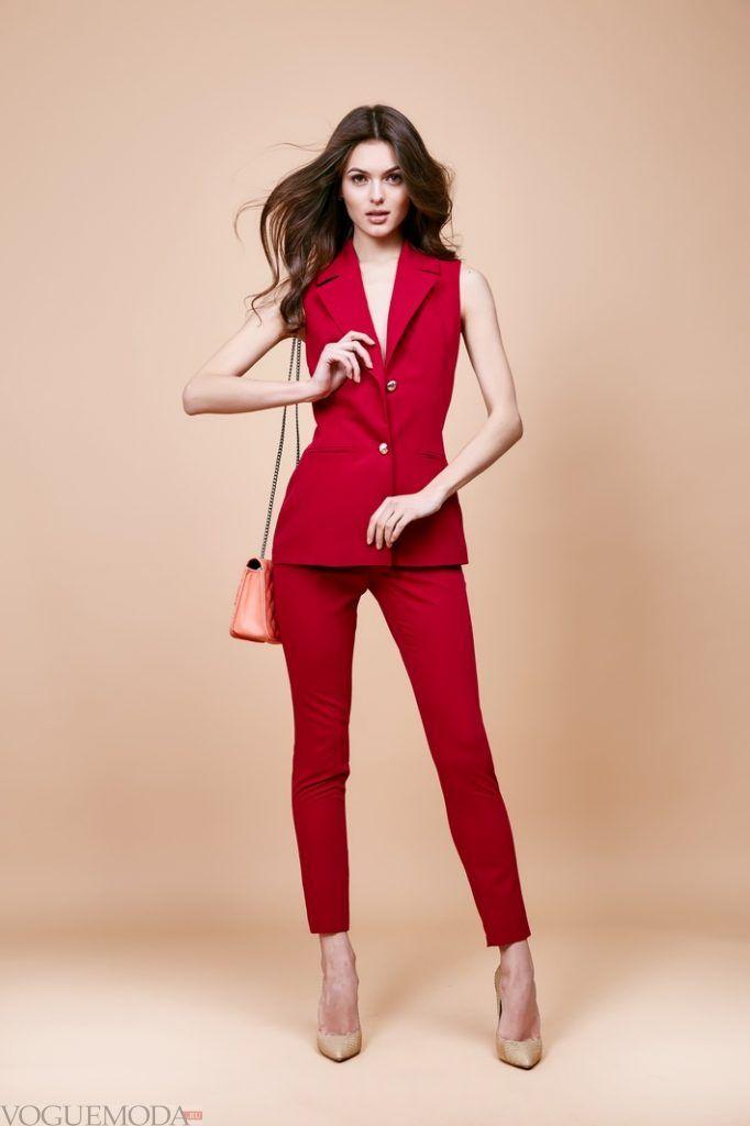 костюм с бриджами красный