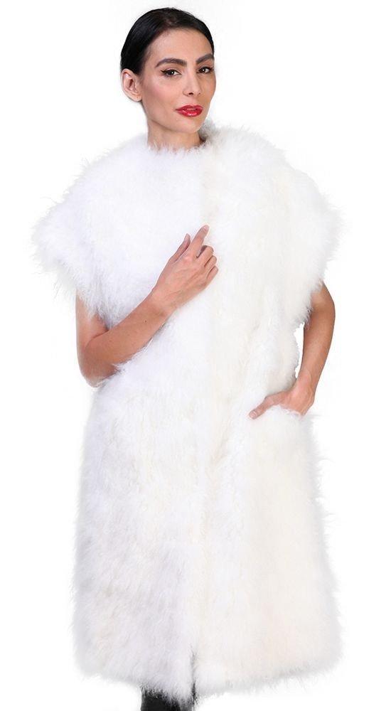 белый меховой жилет