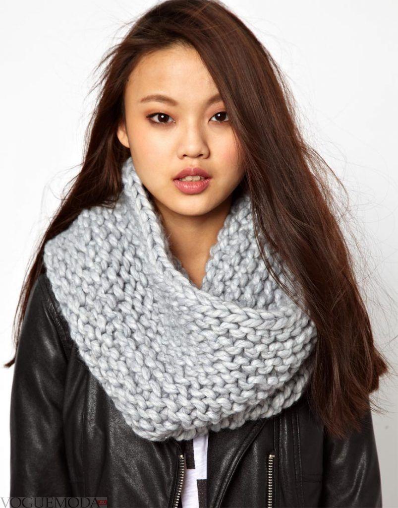 серый шарф-хомут
