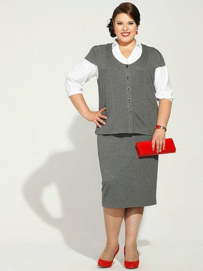 мода для полных женщин серый костюм