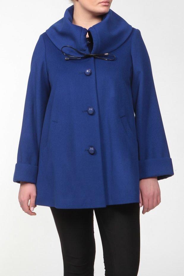 модное пальто для полных синее