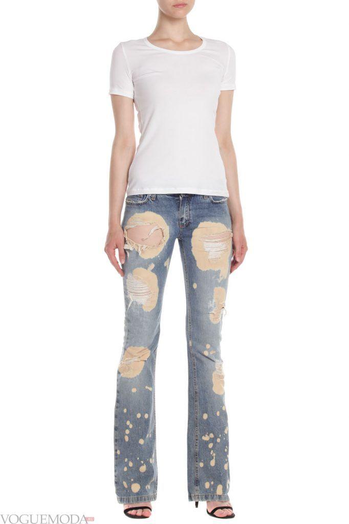каждодневный образ с рваными джинсами