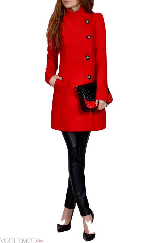 каждодневный образ с красным пальто