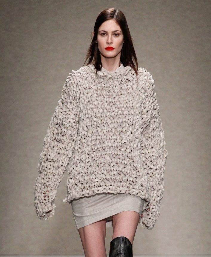 свитер крупной вязки нюдовый