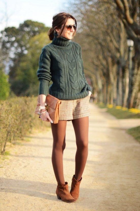 модный свитер темный