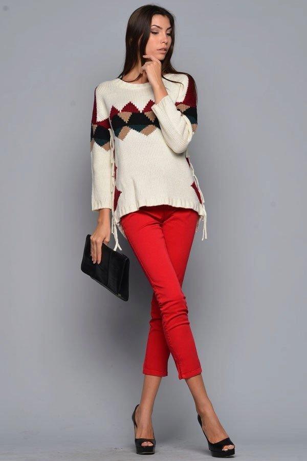 модный свитер с орнаментом