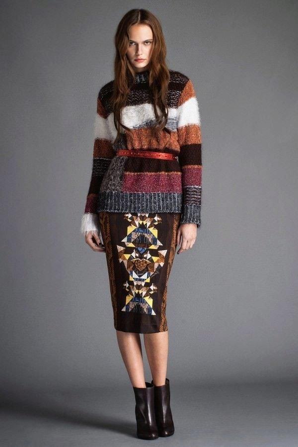 модный свитер разноцветный