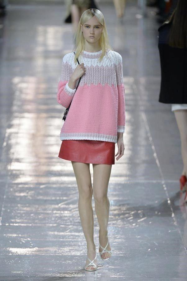 модный свитер многоцветный