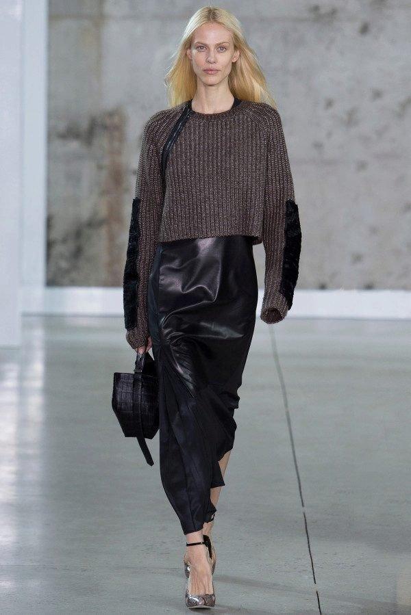 модный свитер с декором