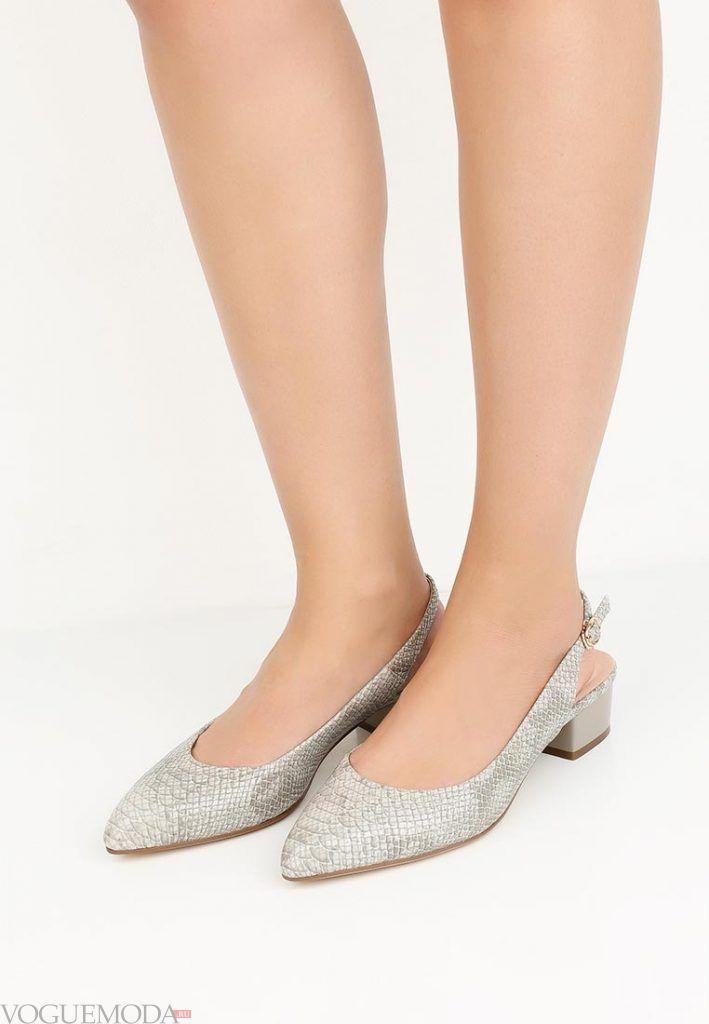 туфли на низком каблуке с принтом