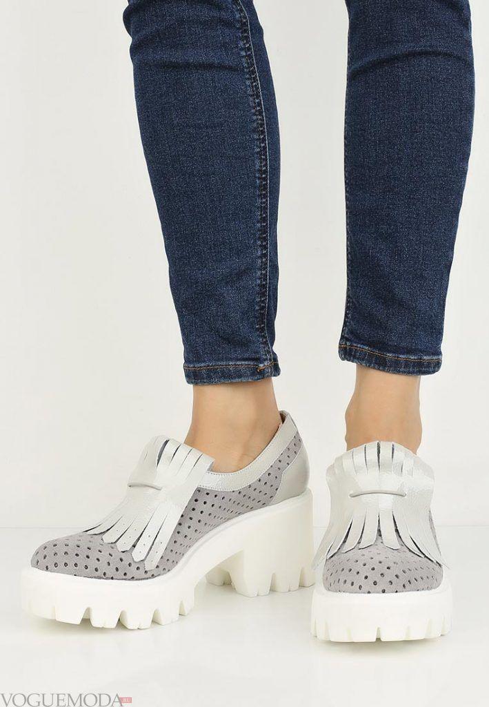 туфли на толстом каблуке светлые