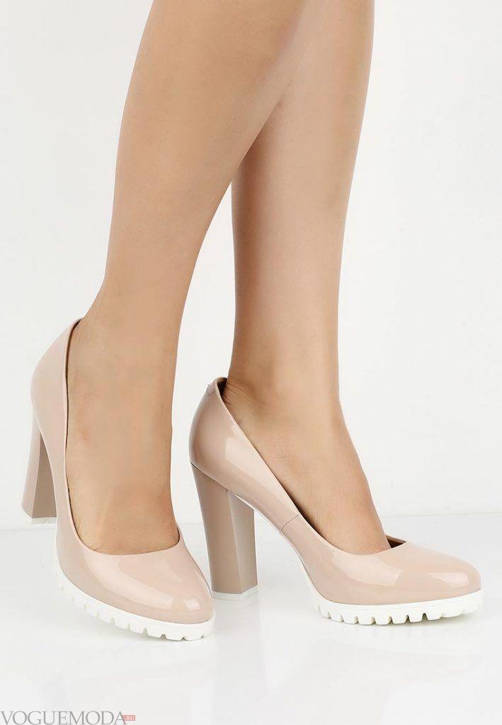 туфли на толстом каблуке бежевые