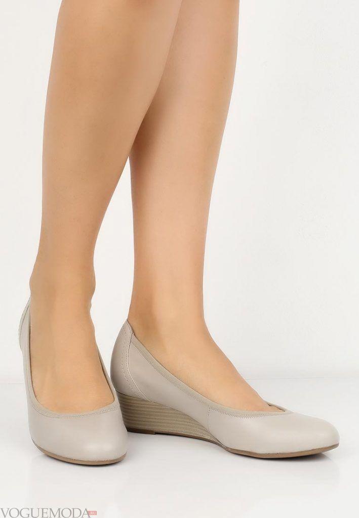 туфли на танкетке светлые