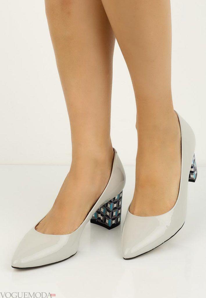 туфли со скульптурным каблуком серые