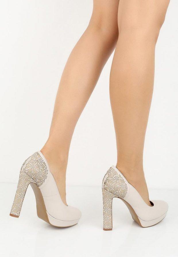 модные туфли с декором на каблуке