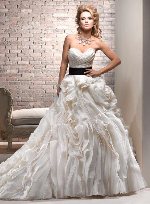 красивое платье на выпускной с поясом
