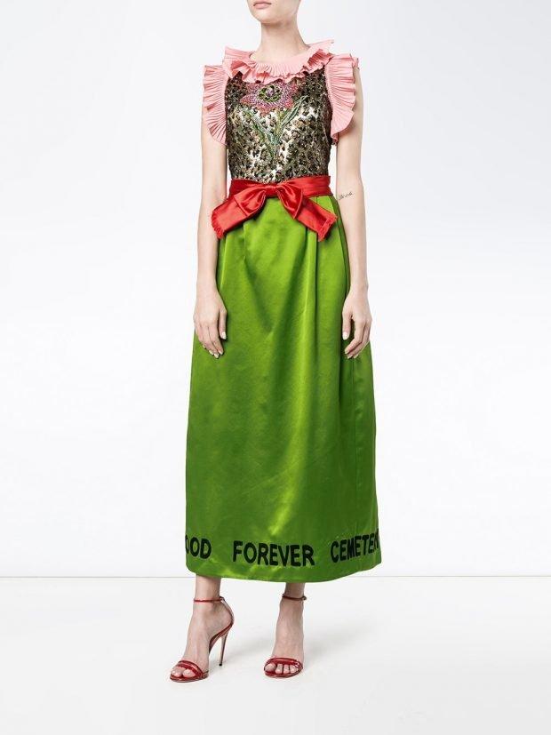 платья на выпускной 2021: разноцветное без рукавов