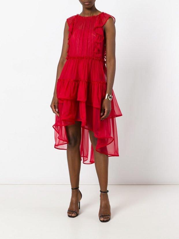 платья на выпускной 2021: бордовое асимметричное