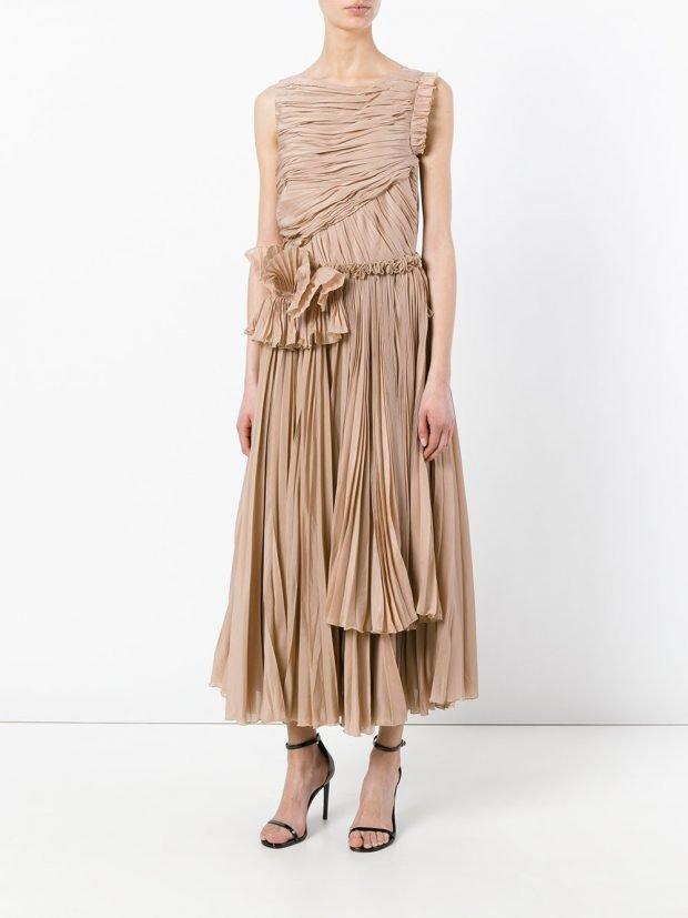 платья на выпускной 2020 2021: бежевое длинное без рукавов