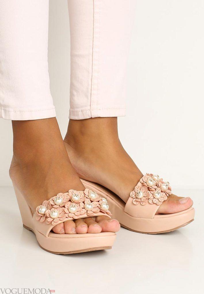 пляжная обувь с декором