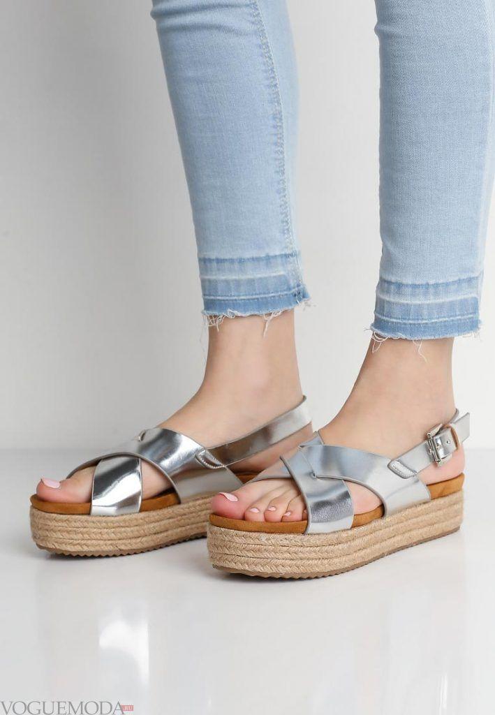пляжная обувь серебристая