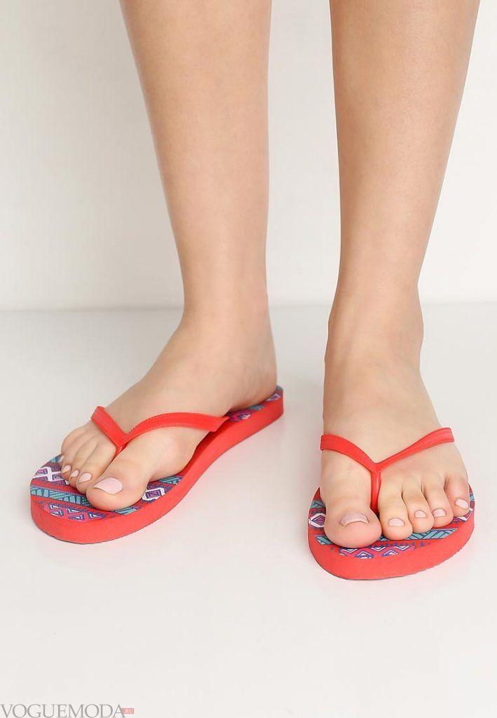 пляжная обувь алая