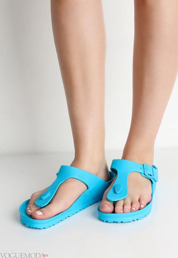 пляжная обувь голубая