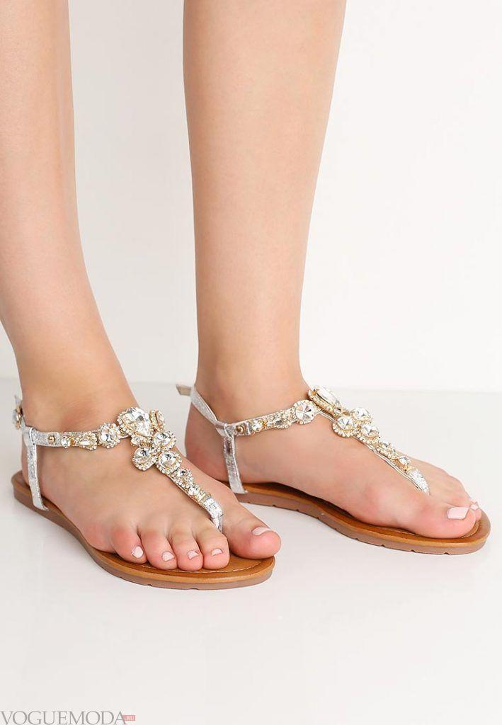 пляжная обувь с украшением
