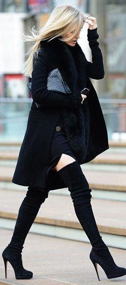 неуместное сочетание зимних черных ботфортов