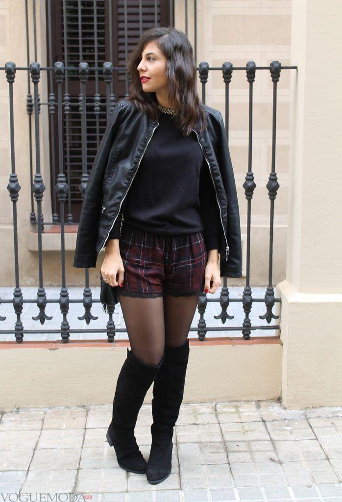 неуместное сочетание зимних ботфортов с шортами
