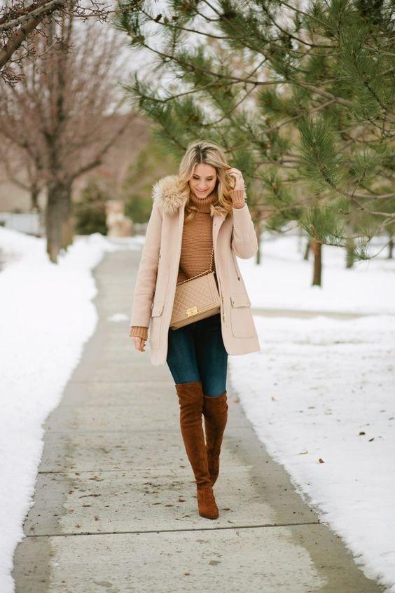 лук с зимними коричневыми ботфортами