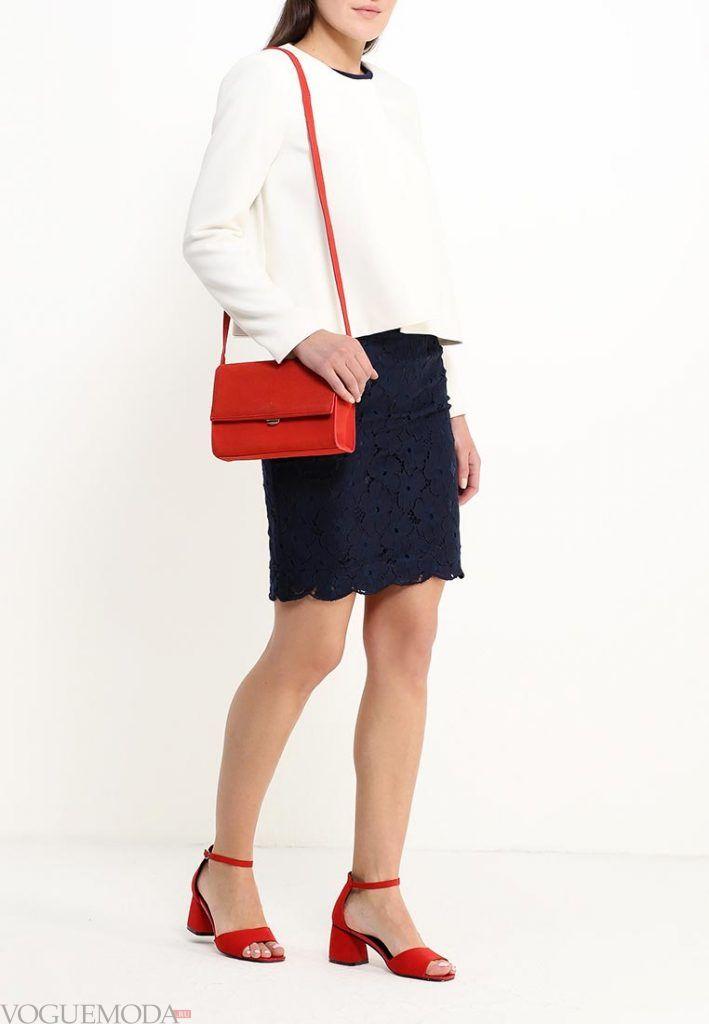 короткая гипюровая юбка синяя