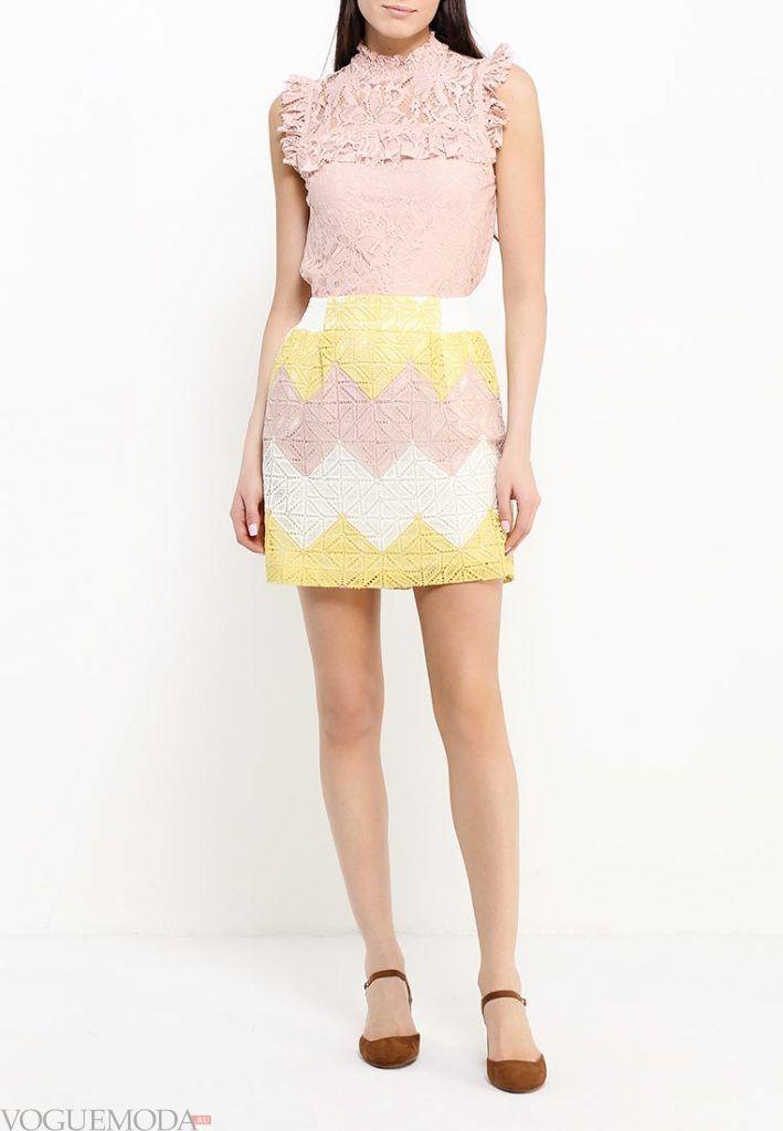 короткая гипюровая юбка с узором