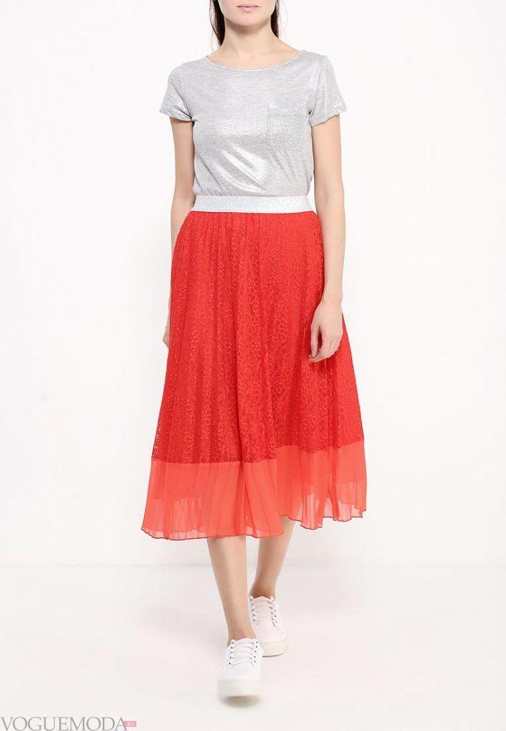 длинная гипюровая юбка алая
