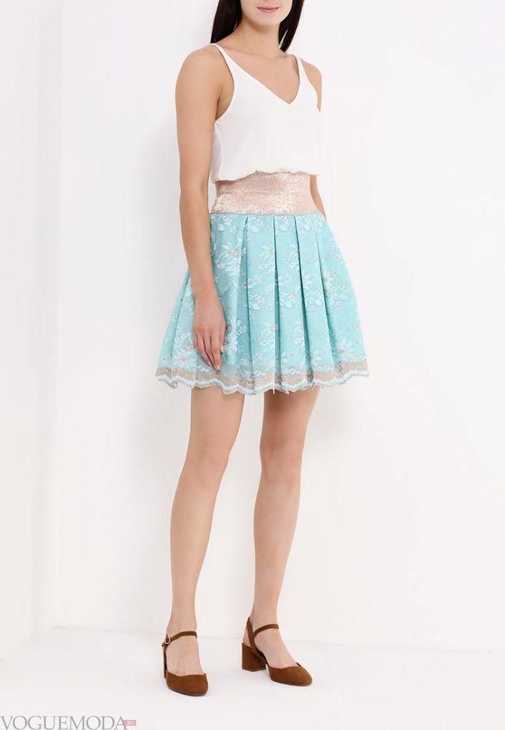 юбка с гипюровыми вставками голубая