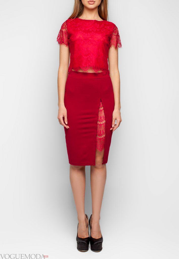 юбка с гипюровыми вставками красная