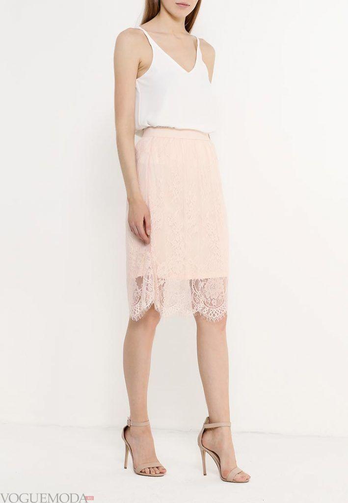 лук с розовой гипюровой юбкой