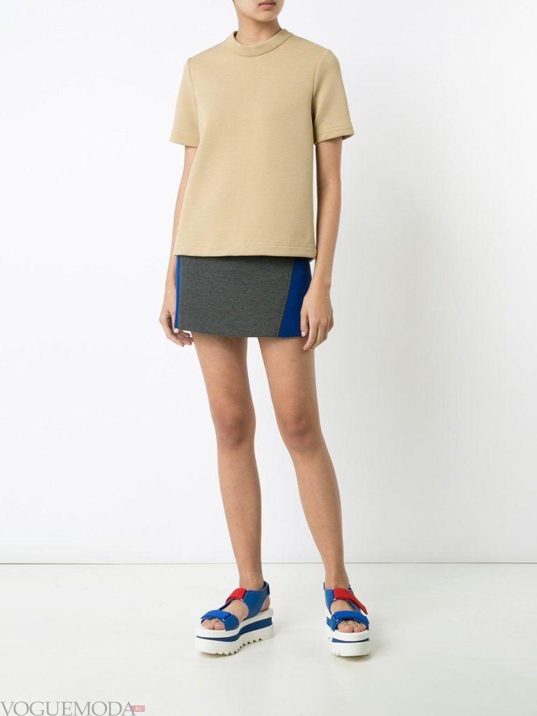 серая мини юбка с вставками