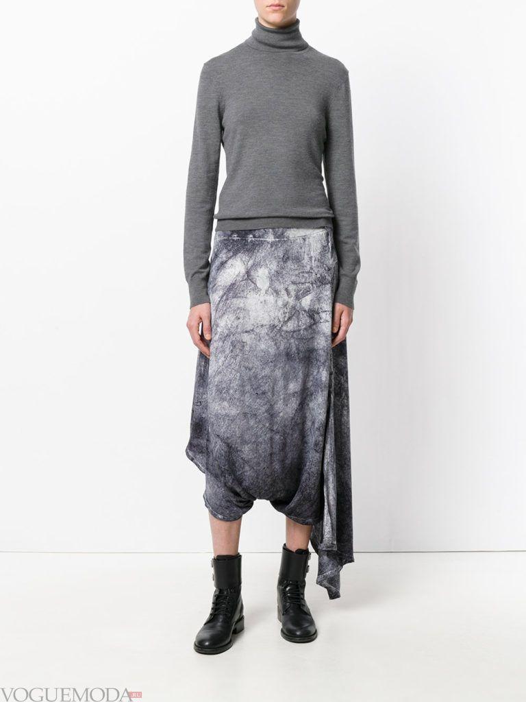 с чем носить серую юбку: с свитером