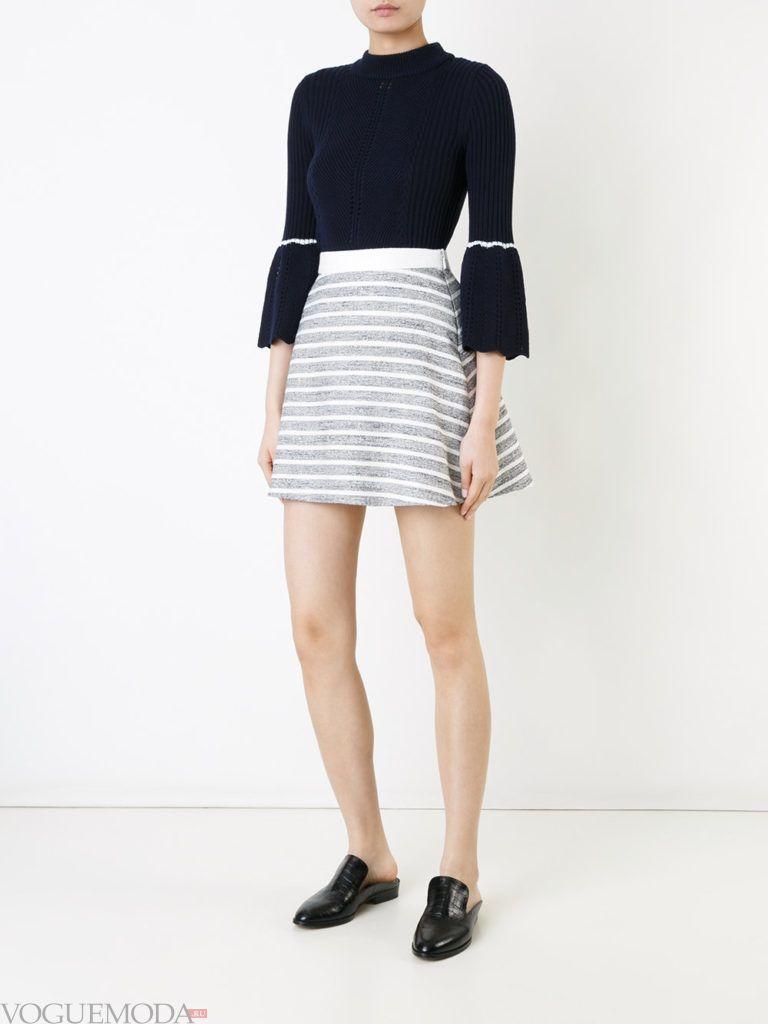 с чем носить серую юбку: в полоску