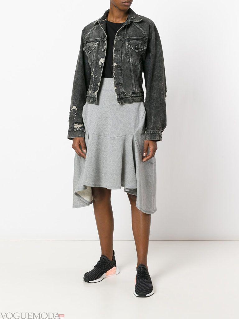 с чем носить серую юбку: с курткой