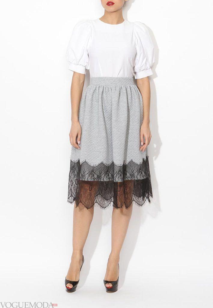 с чем носить серую юбку: с кружевом