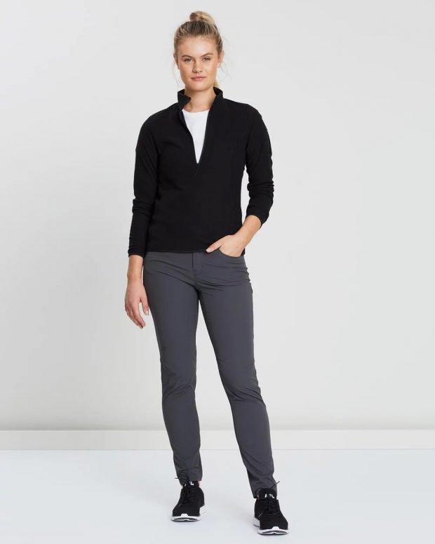 черный спортивный свитер под серые штаны