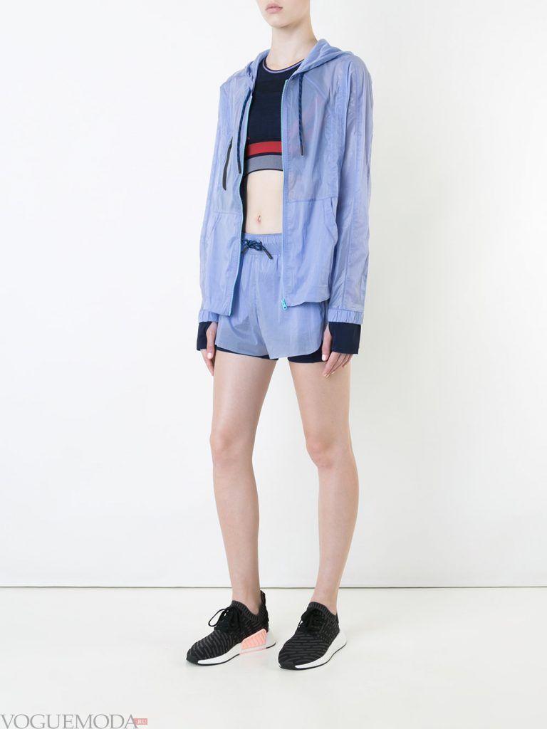 спортивные шорты голубые