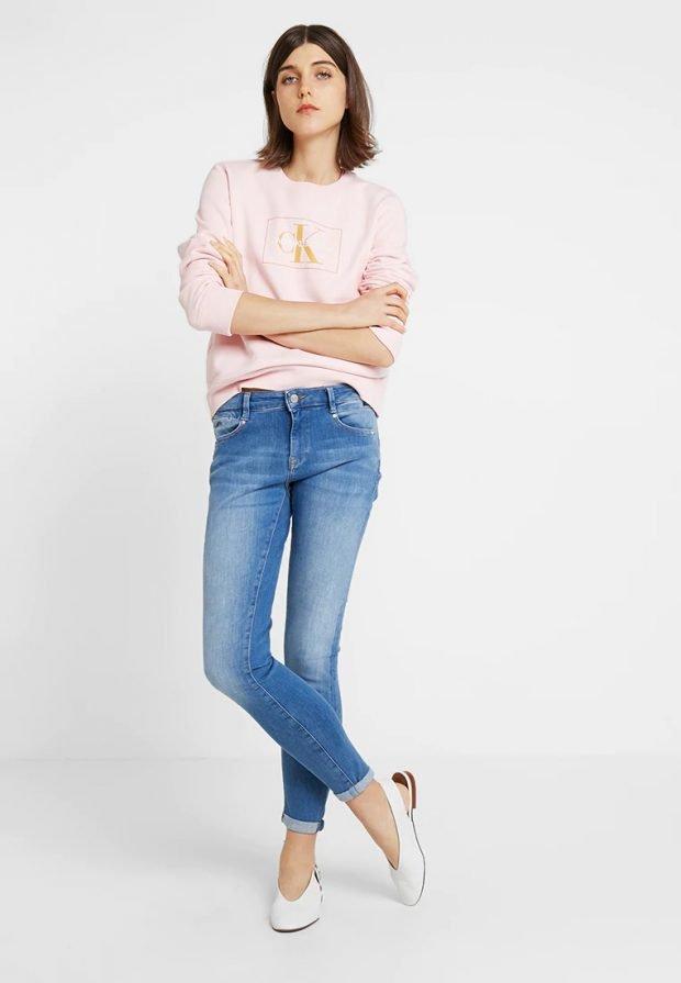 стильные образы весна-лето 2021: розовая кофта